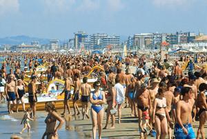 Пляж в Римини летом