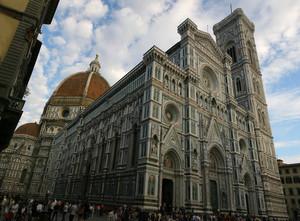 Санта Мария Дель Фьоре - один из крупнейших католических храмов Италии