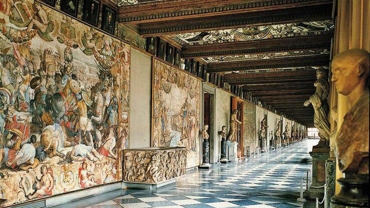 Коридор в картинной галерее Уффицы во Флоренции