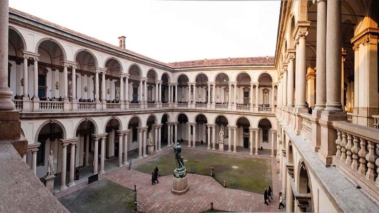 Внутренний дворик Пинакотеки Брера. Расположен в самом оживленном квартале Милана