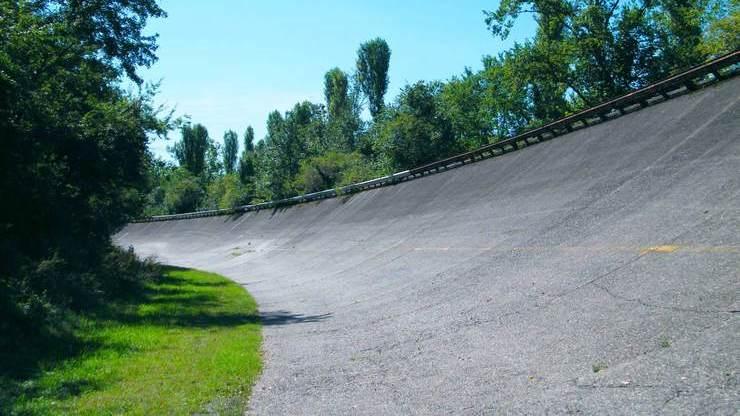 Крутой поворот на трассе, где проходит Формула-1