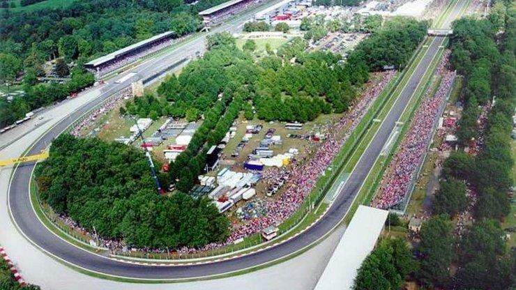 Вид сверху на гоночную трассу