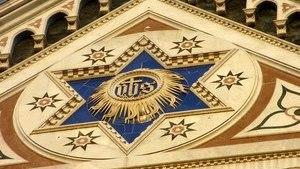 Синяя звезда на фасаде собора Санта-Кроче