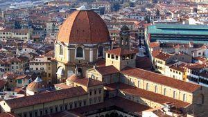 Вид на капеллу Медичи рядом с собором Сан-Лоренцо во Флоренции