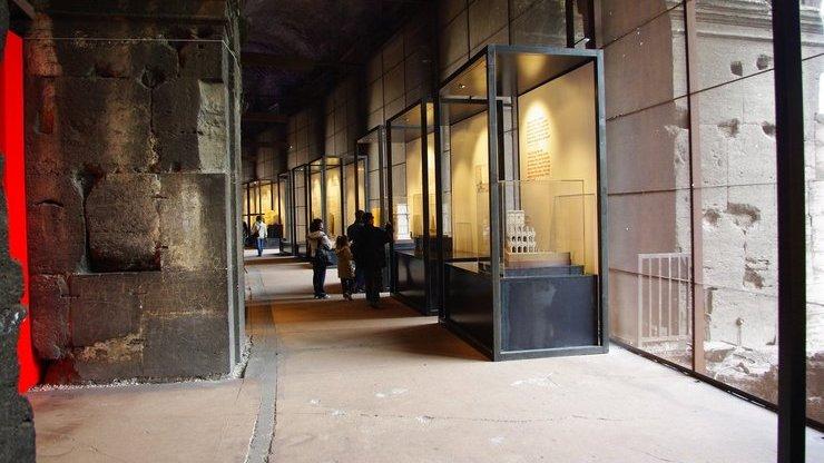 Музей внутри Колизея содержит множество экспонатов, найденных археологами, и уменьшенные модели различных достопримечательностей