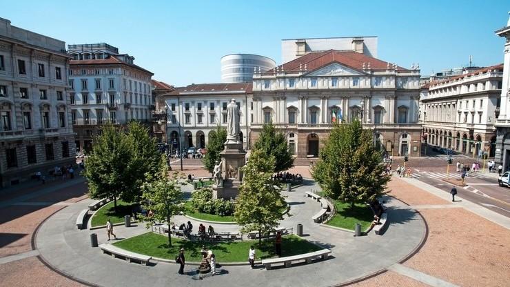 Площадь в Милане, на которой располагается известнейший драматический театр