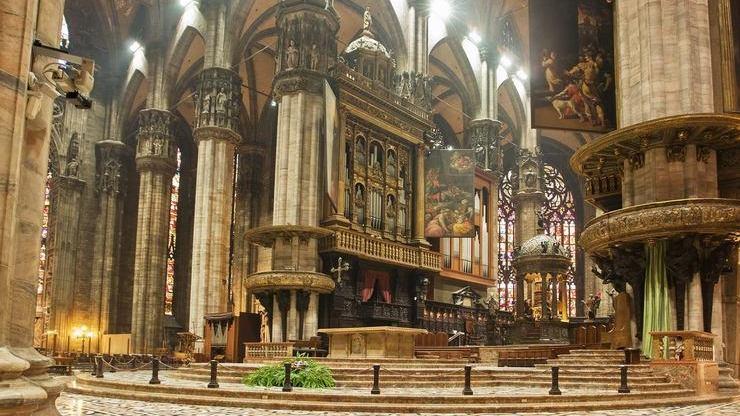 Главный зал собора, в котором часто проводятся выставки картин