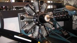 Мотор из коллекции Альфа Ромео в Милане