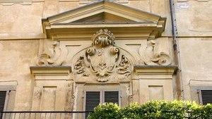 Герб Медичи на фасаде здания