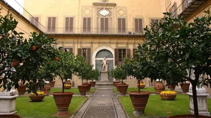 Внутренний дворик палаццо Медичи-Риккарди