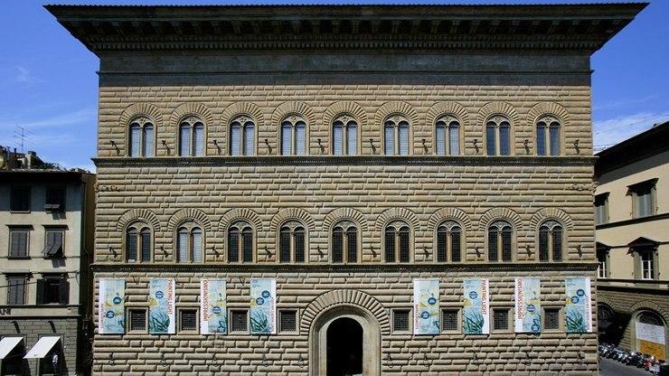 Фасад палаццо Строцци во Флоренции