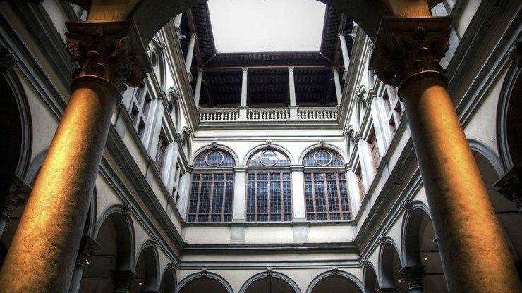 Внутренний дворик палаццо Строцци во Флоренции