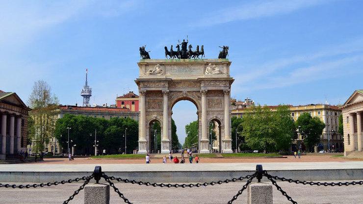 Арка Мира в парке Семпионе в Милане