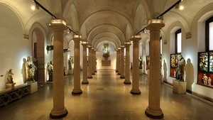 Художественный музей и выставочные залы внутри королевского дворца