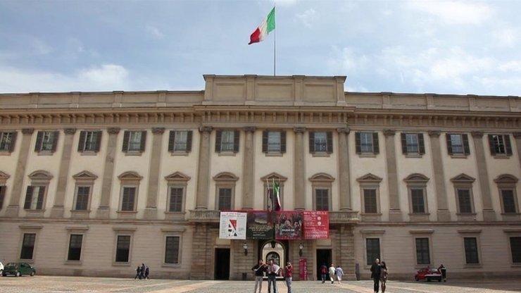 Королевский дворец, в котором располагаются администрация и музей