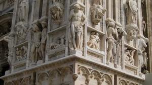 Скульптурная композиция, украшающая фасад миланского католического собора