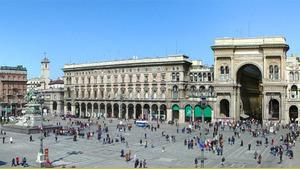 Площадь Дуомо в центре Милана в летний день