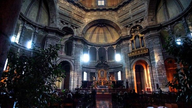Внутри храма Сан-Лоренцо-Маджоре