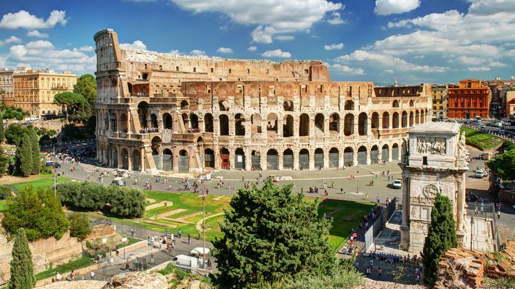Современный облик Колизея охраняется круглосуточно по решению ЮНЕСКО