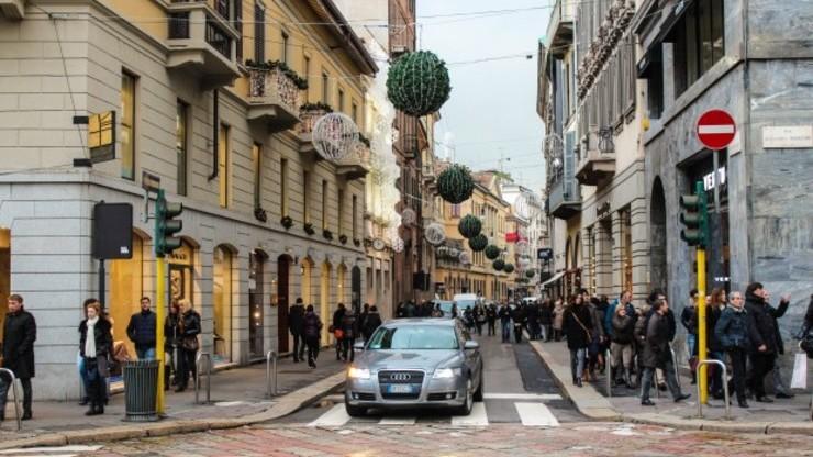 В квартале моды в Милане расположены магазины самых знаменитых итальянских брендов
