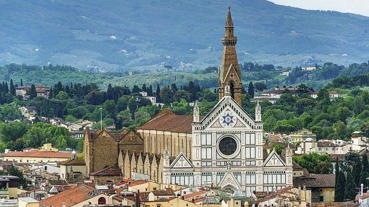 Вид на базилику Санта-Кроче во Флоренции