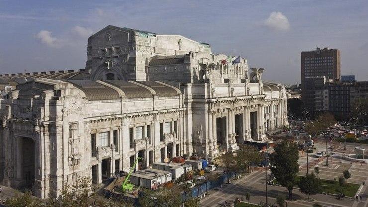 Вид сверху на центральный вокзал в Милане