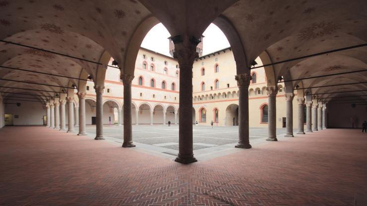Площадка на внутреннем дворике миланского замка