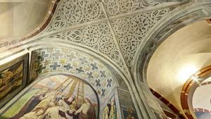 Мозаичный потолок внутри собора