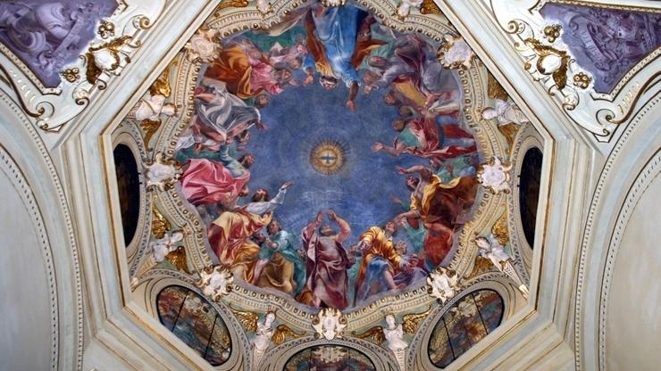 Росписи на потолке внутри собора в Милане