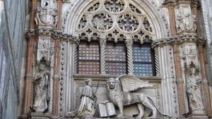 Лев с крыльями и книгой - один из символов Венеции