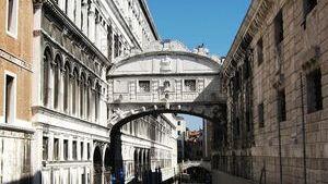 Мост вздохов ко дворцу Дожей