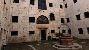 Колодец, в котором держали заключённых