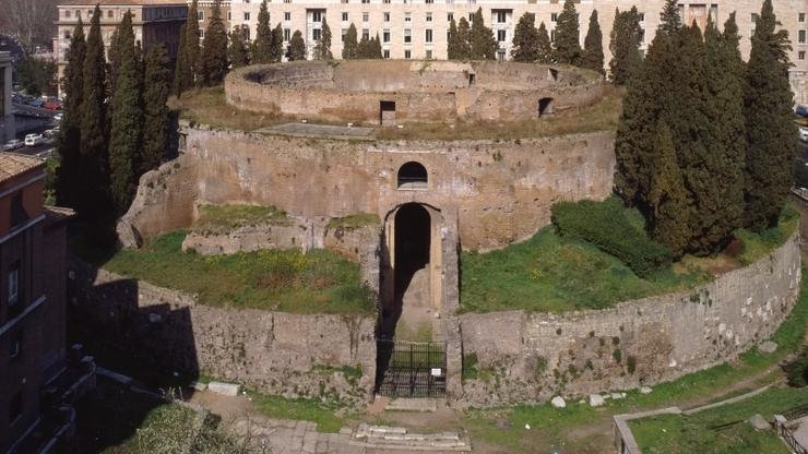 Мавзолей на площади Пьяцца Аугусто Императоре