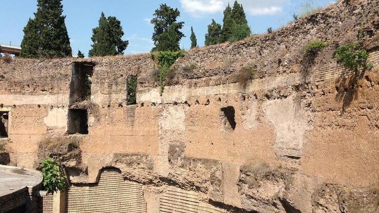 Внутри мавзолея в Риме