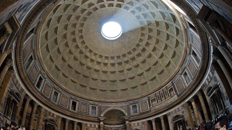 Купол пантеона представляет собой сложную архитектурную постройку