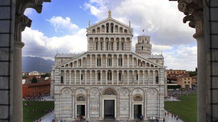 Фасад Пизанского собора