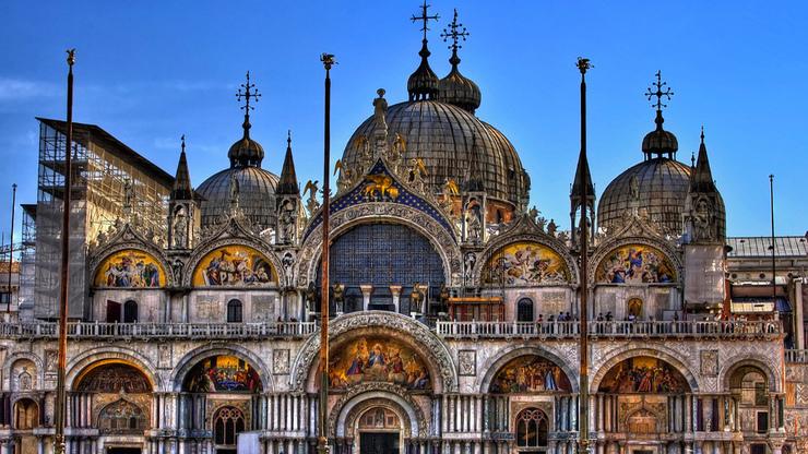 Величественное строение в Венеции