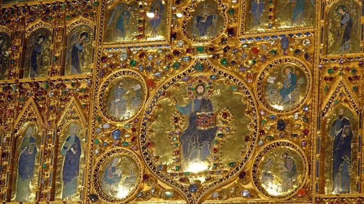 Пала д'оро - золотой алтарь внутри