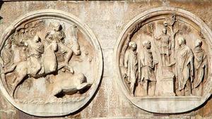 Два больших медальона: охота на вепрей