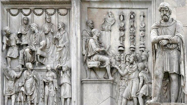 Скульптурное изображение на сооружении