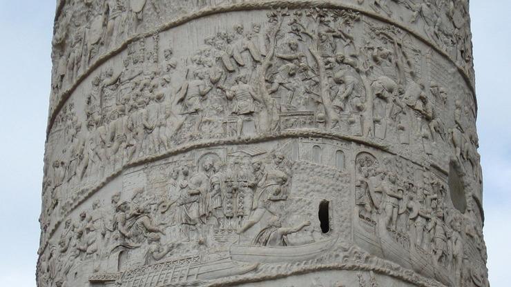 Рельеф высокого сооружения в Риме