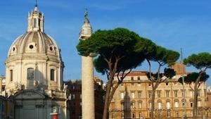 Вид сбоку на исторический памятник