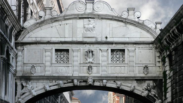 Архитектурные особенности подвесного строения