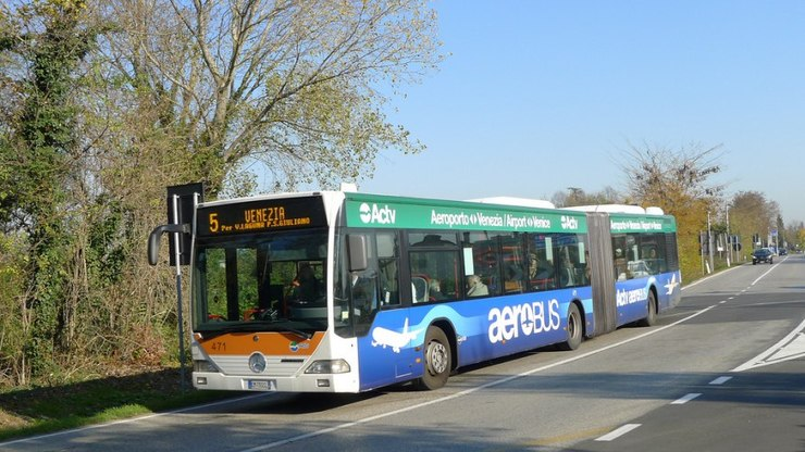 Автобусный рейс из аэропорта в город