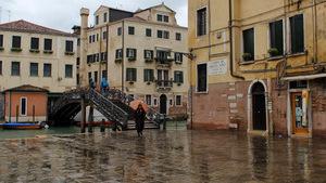 Один из трёх мостов, через которые можно попасть в Венецианское гетто
