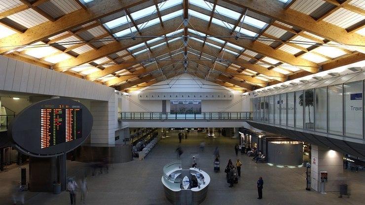 Внешний вид зала внутри аэровокзала