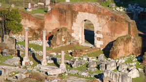 Здание базилики Эмилия не сохранилось, но было частично восстановлено