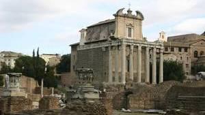 Храм Антонина и Фаустины достаточно неплохо сохранился до наших дней