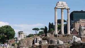 От грандиозного храма Диоскуров сохранилось совсем немногое