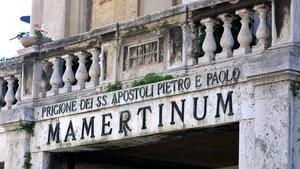 Самое древнее сооружение на площади - подземная тюрьма